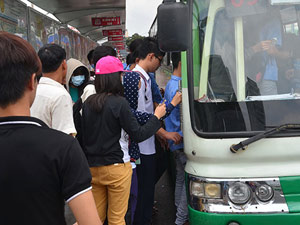 """TP.HCM cũng chống """"dê xồm"""" trên xe buýt"""