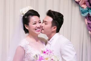 Ngôi sao điện ảnh - Lê Khánh hạnh phúc bên chồng trong lễ cưới tại Sài Gòn