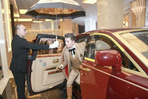 Ca nhạc - MTV - Đàm Vĩnh Hưng không mang siêu xe 40 tỷ lên sân khấu Hà Nội