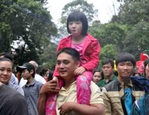 Tin tức Việt Nam - TP.HCM: Người dân ùn ùn đi chơi Tết, nhiều khu vui chơi quá tải
