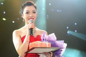 Ca nhạc - MTV - Phạm Thu Hà lộng lẫy đón sinh nhật trên sân khấu