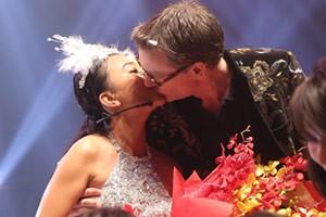 Ngôi sao điện ảnh - Chồng Đoan Trang tỏ tình vợ trước hàng triệu khán giả