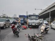 Tai nạn giao thông - Xe bồn chở xăng đâm liên hoàn 10 xe máy