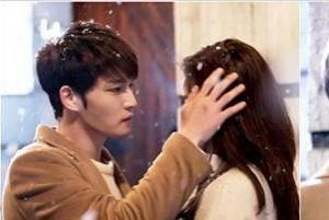 """Kim Jae Joong khoe ảnh """"tình tứ"""" với bạn diễn nữ"""