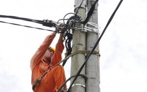 Thị trường - Tiêu dùng - Tiết kiệm điện để giảm áp lực tăng giá