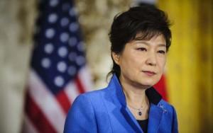 """Thế giới - Nữ Tổng thống Hàn Quốc bị cựu phụ tá """"chơi khăm"""""""