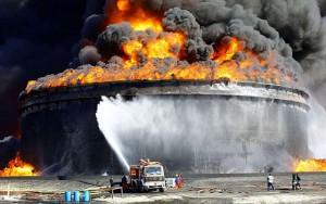 Máy bay quân sự Libya ném bom tàu chở dầu Hy Lạp, 2 người chết