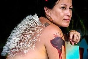 Phi thường - kỳ quặc - Người phụ nữ cắm 2.500 cây kim lên cơ thể