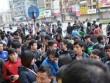 Hàng trăm người xếp hàng từ tờ mờ sáng mua vé xe Tết