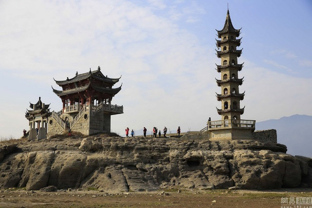 """""""Đi dạo"""" trên hồ nước ngọt lớn nhất Trung Quốc"""