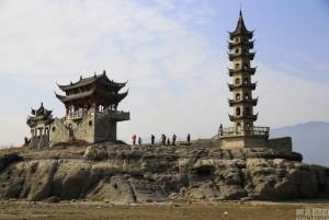 """Chuyện lạ - """"Đi dạo"""" trên hồ nước ngọt lớn nhất Trung Quốc"""