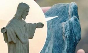 """Phi thường - kỳ quặc - Thú vị """"hòn đá thánh"""" mang hình hài giống Chúa Jesus"""