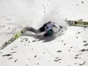 Clip Đặc Sắc - Bay 90km/h, VĐV trượt tuyết tiếp đất bằng... mặt