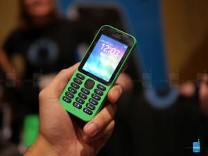 Dế sắp ra lò - Cận cảnh Nokia 215 giá siêu rẻ của Microsoft