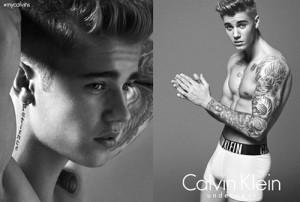 """Ca nhạc - MTV - Cư dân mạng """"tố"""" cơ bắp của Justin Bieber là """"hàng giả"""""""