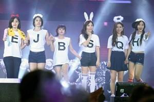 """""""Phát sốt"""" với minishow đầu tiên của T-Ara tại Việt Nam"""