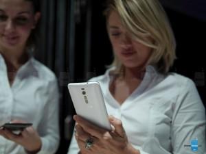 Dế sắp ra lò - Trên tay Asus Zenfone 2 giá 4,2 triệu đồng