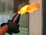Cảnh giác - Bắt 35 nghi can dùng bom xăng thanh toán lẫn nhau