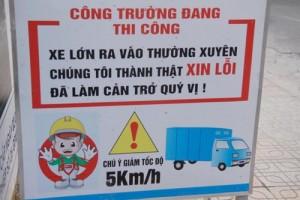 """Tin tức Việt Nam - Xuất hiện lời xin lỗi trên """"lô cốt"""" giữa Sài Gòn"""