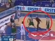 Thể thao - SAO bóng rổ tung đòn hạ gục fan cuồng làm loạn