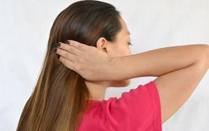 Làm đẹp - Cách buộc tóc an toàn trong khi ngủ
