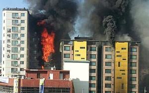Tin tức trong ngày - Hàn Quốc: Chung cư bốc cháy dữ dội, 104 người thương vong