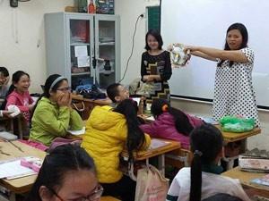 Gặp gỡ tiến sỹ đưa quần lót vào lớp dạy học