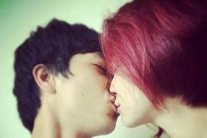 Ca nhạc - MTV - Lộ ảnh Công Phượng khóa môi hotgirl Hòa Minzy