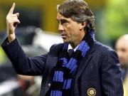 """Bóng đá Ý - Hy hữu: Mancini ngã ngửa vì """"dính đòn"""" từ học trò"""