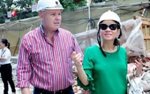 Ngôi sao điện ảnh - Bà bầu Thu Minh đi mua nhà gần trăm tỷ với chồng Tây
