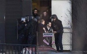 Pháp: Con tin bị bắn chết vì cướp súng kẻ bắt cóc