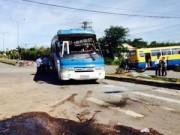 Camera hành trình - Hai xe chở công nhân va chạm, hàng chục người bị thương