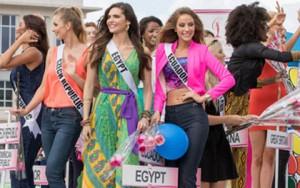 Thời trang - Thí sinh Hoa hậu Hoàn vũ làm náo loạn đường phố Mỹ