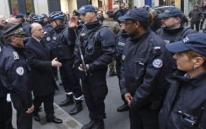 Tin tức trong ngày - Tấn công ở Paris: Pháp ráo riết săn lùng 6 nghi phạm