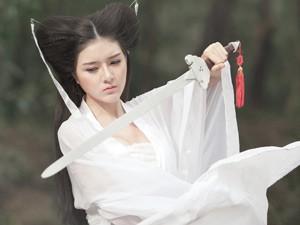 """8X + 9X - Lilly Luta hóa thân thành Tiểu Long Nữ tóc """"đùi gà"""""""