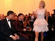 """Video bóng đá hot - Bóng hồng khiến Ronaldo, Messi """"ngẩn ngơ"""""""