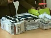An ninh Kinh tế - Tiêu dùng - Bắt lô hơn 500 điện thoại lậu giấu trong bình chữa cháy