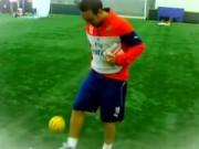 Video bóng đá hot - Video: Cazorla trổ tài tâng cầu mây siêu hạng