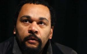 Pháp bắt diễn viên hài  cảm thông  với khủng bố