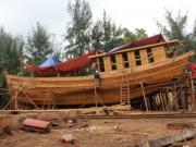 """Tin tức Việt Nam - Ngắm """"tàu 67"""" vỏ gỗ đầu tiên của ngư dân TT-Huế"""