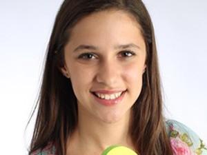 Cô gái 15 tuổi thành tỷ phú nhờ kinh doanh dép xỏ ngón