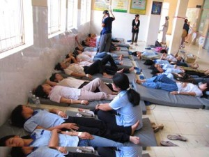 Tin tức trong ngày - Hàng chục học sinh đau bụng, ói sau khi uống sữa tại trường
