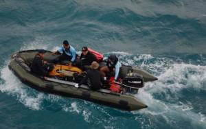 Thợ lặn  bất lực  tìm thi thể nạn nhân QZ8501