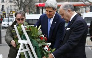 Ngoại trưởng Mỹ tới hiện trường thảm sát ở Paris viếng các nạn nhân