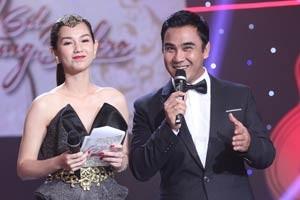 """Ngôi sao điện ảnh - """"Gái 1 con"""" Quỳnh Chi khoe vai trần bên Quyền Linh"""