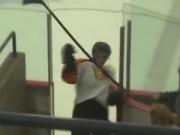 """Thể thao - Cầu thủ hockey """"tự mình hại mình"""""""
