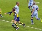 Bóng đá Ngoại hạng Anh - Kompany mắc bẫy Monreal, Man City bị thổi penalty