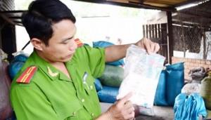 Thị trường - Tiêu dùng - Cà phê chế biến trên nền nhà, dùng hóa chất lạ