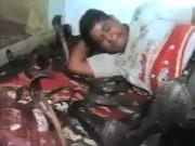 Phi thường - kỳ quặc - Video: Người đàn ông chơi với hàng chục con rắn
