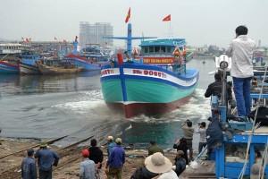 Tin tức trong ngày - Hạ thủy tàu cá mới thay tàu bị TQ đâm chìm ở Hoàng Sa